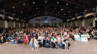 More than one hundred dog owners and their pets from all over Taiwan recently converged on Songshan Cultural and Creative Park for a charity premiere of the Hollywood film, A Dog's Way Home.